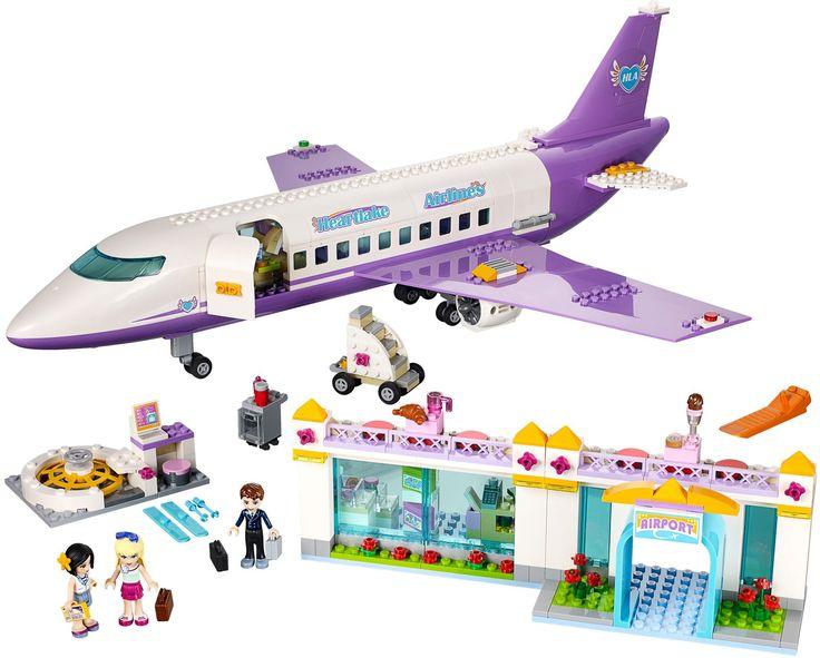 Vlieg weg naar een spannende vakantie met Heartlake Airlines! Help Stephanie om haar bagage in te checken op de LEGO® Friends Luchthaven en plaats het op de draaiende carrousel terwijl stewardess Sandra haar de instapkaart geeft. Ga dan naar de tax