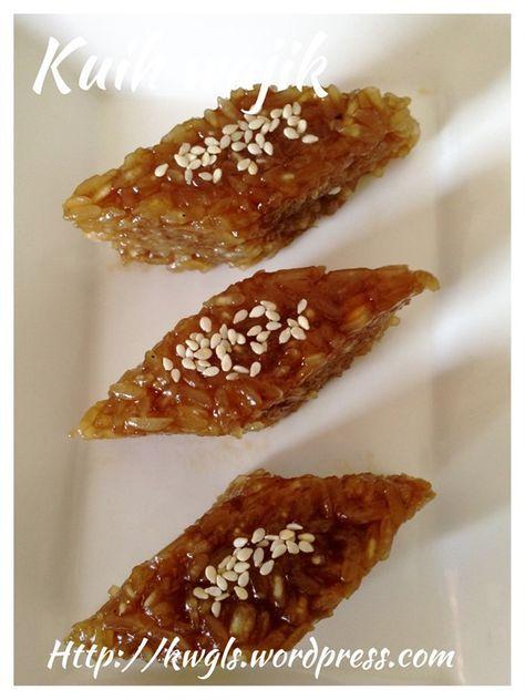 Palm Sugar Flavoured Glutinous Rice (Kuih Wajik 菱形椰香糯米糕) #guaishushu #kenneth_goh #kuih_wajik