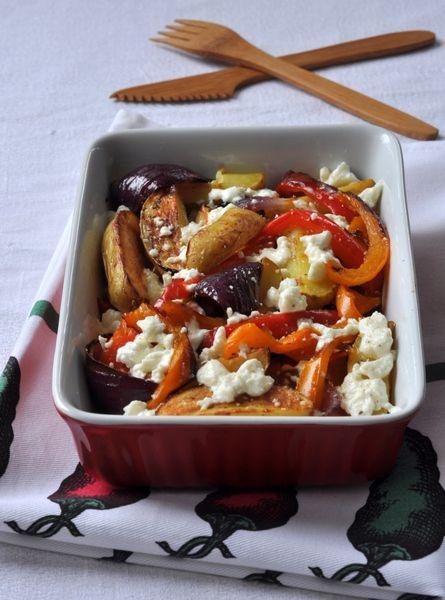 Pommes de terre rôties, poivrons, oignons et feta (attention cuisson 1h30)