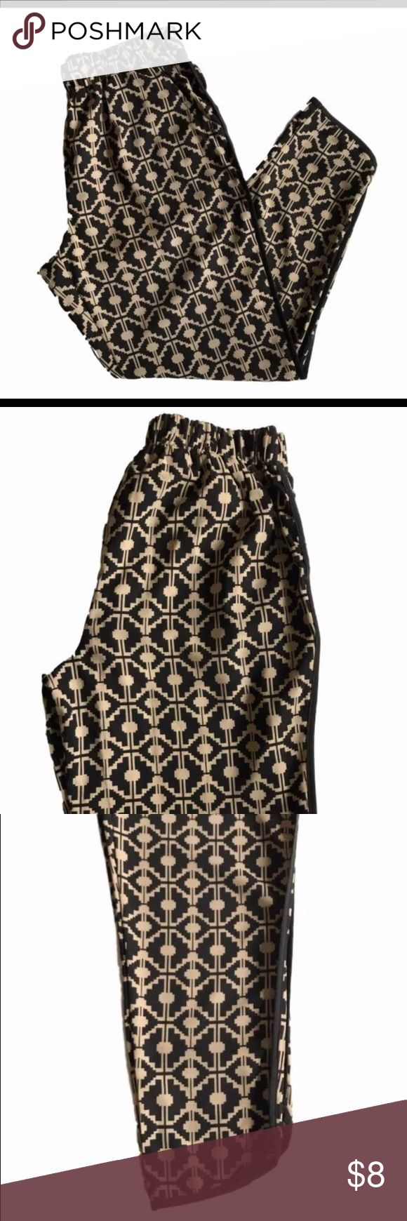 Forever 21 Women's Printed Woven Pants Size S • 97% Polyester  • 3% Elastane  • Black and Beige • Side pockets  • Elastic waistband  • Smoke free Forever 21 Pants