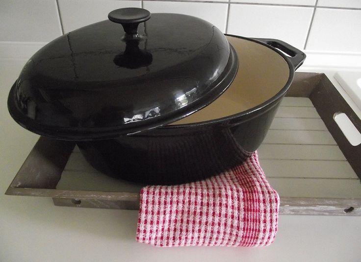 Gietijzeren Pannen verkrijgbaar in Zwart & Oranje, Rond & Ovaal http://www.orcacool.nl/products/766/1/plaatstalen-pannen.html