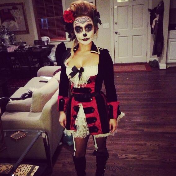 From Twitter: hayden panettiere @Hayden Russell Panettiere  Happy Halloween ; )