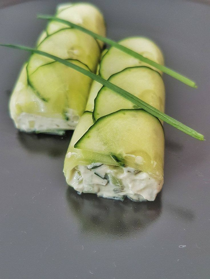 Roulé de concombres au fromage frais ail et ciboulette