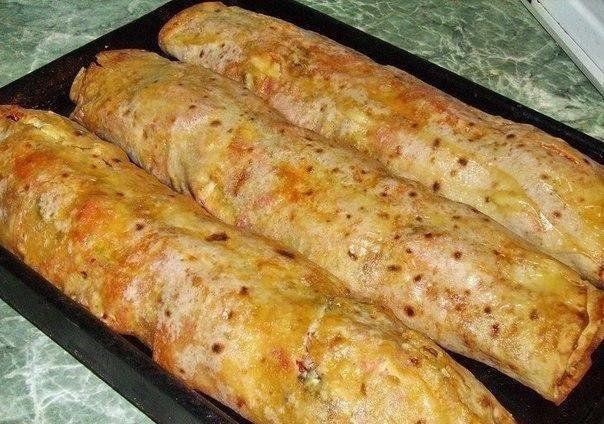 Заверни начинку в лаваш и запеки в духовке! Через 15 минут можно угощать гостей
