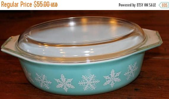 SALE Vintage White Snowflakes on Turquoise Pyrex Casserole Dish 2 1/2 Quart with Glass Lid Covered Baking Dish Pyrex