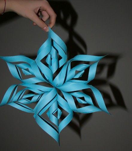 Stella tridimensionale di carta - Realizzare questa stella è molto semplice. Se volete esercitare coi bambini le divisioni e l'uso degli strumenti di pre...
