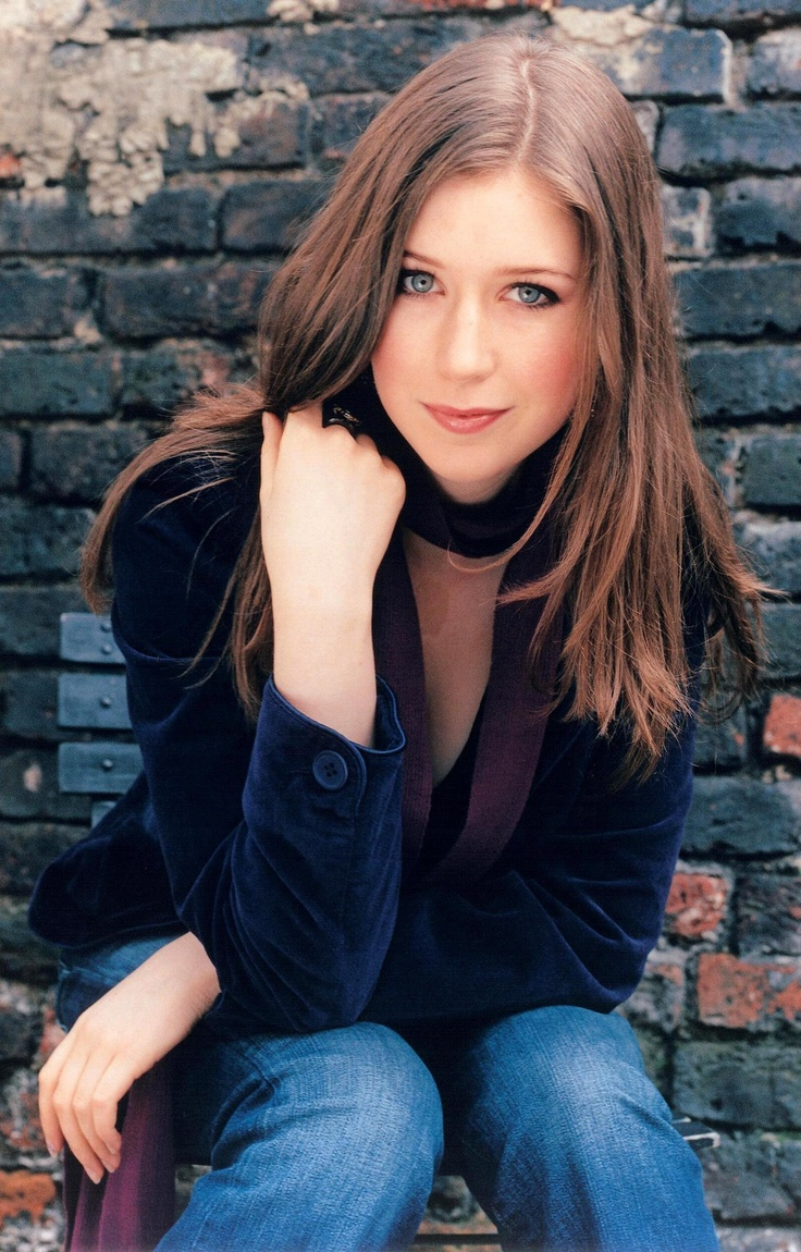 Hayley Westenra : sOne of my ALL-TIME favorite singers! Absoulety Brilliant Vocalist! LOVE The Angelic Purity of her voice! Effortless!