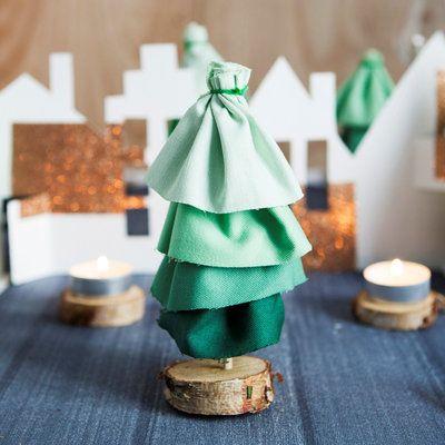 Sapins de table en tissu DIY par Anne-Sophie du blog Les Moustachoux : Des sapins de Noël pas comme les autres - Journal des Femmes