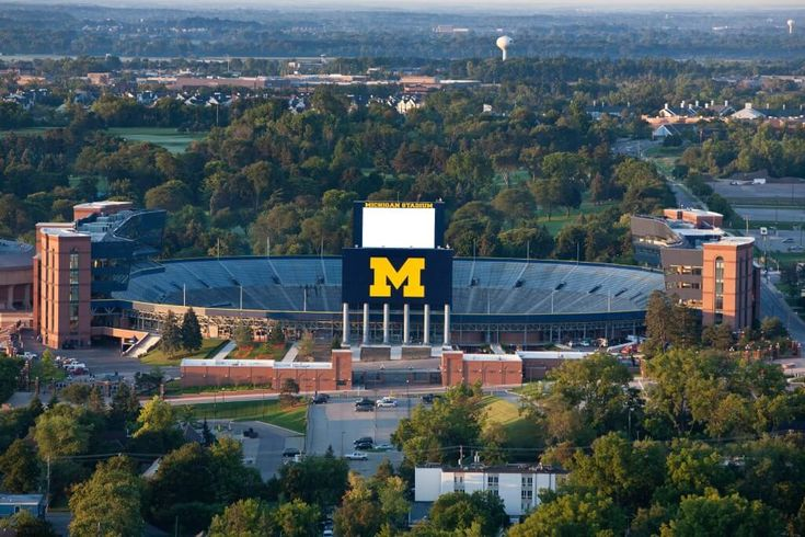 10 Twitter Accounts Every Michigan Student Should Follow