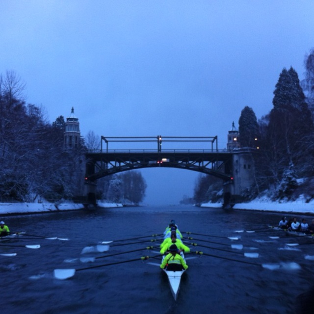 University of Washington Crew through the Montlake Cut in snowy Seattle