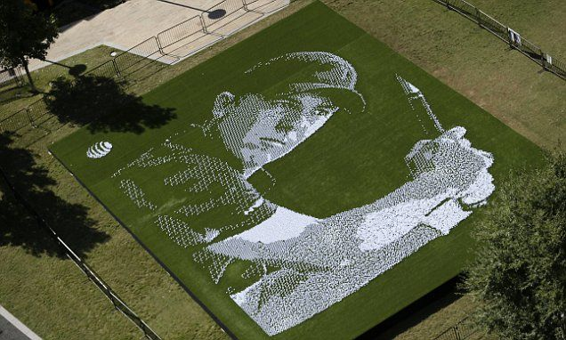 Jordan Spieth tribute made up of 24,152 golf balls wows fans in his hometown of Dallas | Daily Mail Online