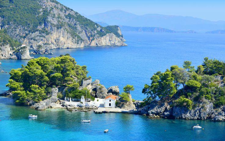 Rejs til underskønne Parga i sommerferien med Apollo. Her er smuk natur og ægte græsk stemning. Se mere på http://www.apollorejser.dk/rejser/europa/graekenland/parga-ammoudia-og-sivota/parga