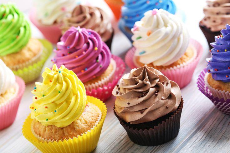 I cupcakes sono sfiziosi dolcetti farciti di crema o di glassa. La ricetta si prepara