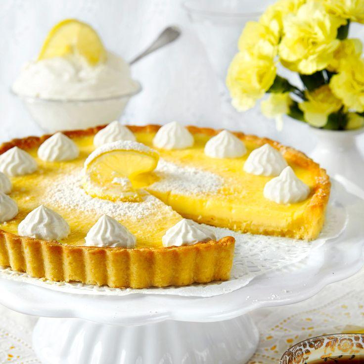Citronpaj med frasig pajbotten och en frisk och krämig citronfyllning.