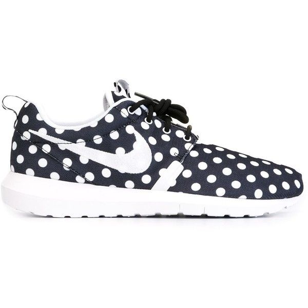 Nike Roshe Sneakers ($106) ❤ liked on Polyvore featuring shoes, sneakers, nike, flats, black, black flats, nike sneakers, round toe flats, flat shoes and black sneakers
