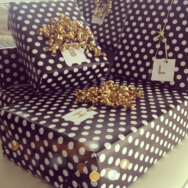 love the wrapping paper cute
