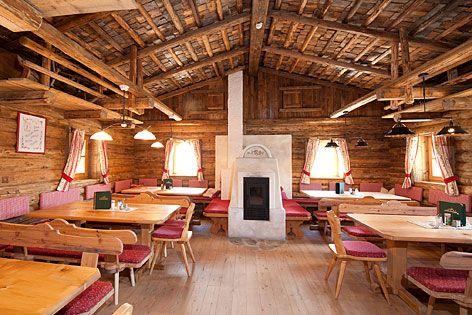 Urige Hütte Rustikal Holz Ofen Alm   Dirndl & Trachten in ...