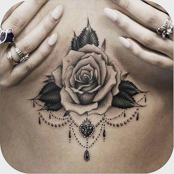 die besten 25 rosen tattoo unter der brust ideen auf pinterest rosen tattoo brust rose brust. Black Bedroom Furniture Sets. Home Design Ideas