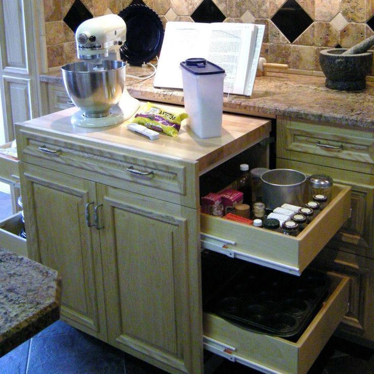 Slide-out baking station - WAY cool!