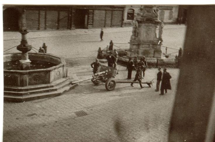 Třeboň - Our Town - Fountain (1569), Statue (1780), Soviet Artillery (Mai 1945)