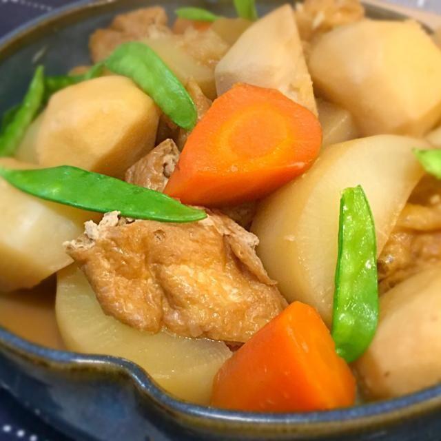山の翌日はお疲れモードだったからか、ほっこりした里芋の煮っころがしを食べたくて、家にあった大根と人参も入れて煮ました。 普段は鶏肉で作りますが、なかったので栃尾揚げで。お肉なしでも充分美味しかったです。 - 223件のもぐもぐ - 里芋と大根の煮物♡ by Mayutak