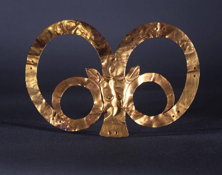 Золотая голова муфлона. 2170 до 1900 г. до н.э. Иран. Музей археологии и этнологии: Университет штата Пенсильвания.