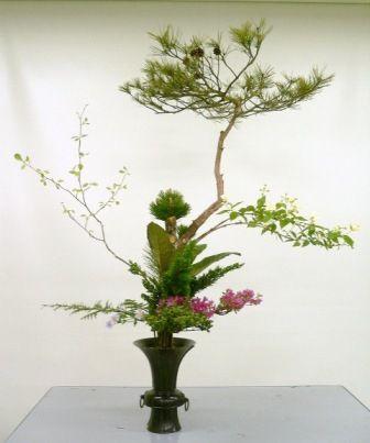 Ikebana, l'arte Giapponese di disporre i fiori per abbellire un ambiente o per realizzare una decorazione @soniafigone