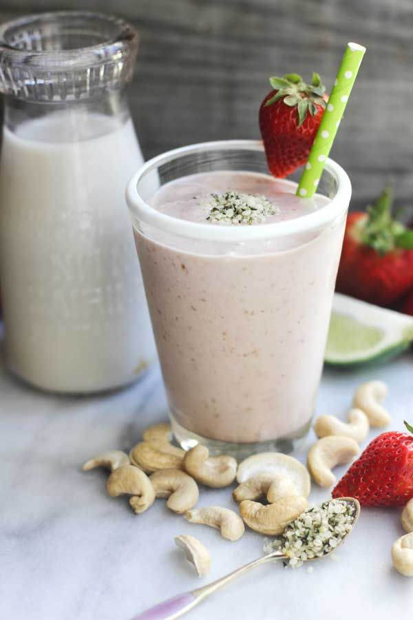 Strawberry, Coconut  Lime Smoothie by ohmyveggies #Smoothie #Strawberry #Lime #Coconut