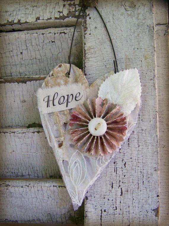 Decor blanco SHABBY corazón adorno encaje Vintage Collage mixta Vintage Cottage estilo corazón colgante de pared corazón adorno de papel antiguo