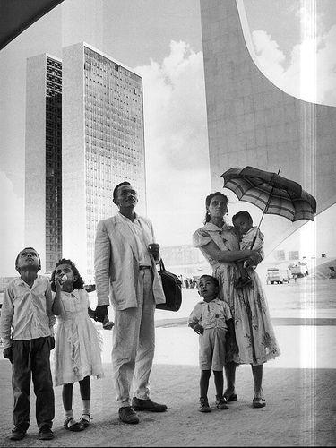 Candangos apreciando a nova Capital Federal do Brasil -  Brasilia - 1960