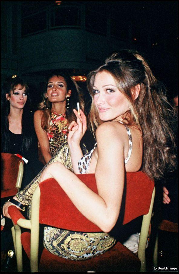 Christy Turlington, x, Carla Bruni. Versace 1992