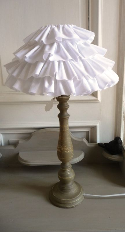 17 best images about lampe abat jour on pinterest ruffle lamp shades lamps and shabby. Black Bedroom Furniture Sets. Home Design Ideas