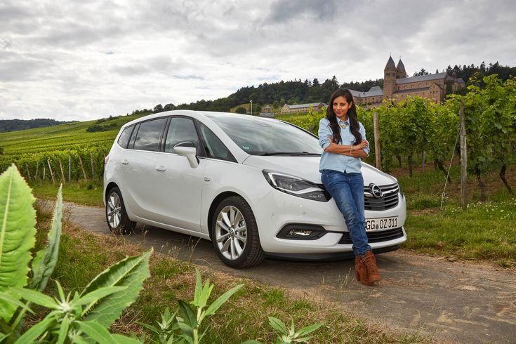 Collien Ulmen-Fernandes mit dem neuen Opel Zafira - AWR Magazin (c) Harald Dawo