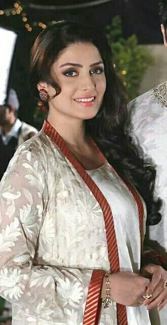 U Like Aiza Khan?  #AizaKhan #AyzaKhan #CelebrityWeddingPlanner #PakistaniActress  @alainanoor @biahamid @filmindependent @Beautybyjacinta @kamila1991 @queenpattern @WeddingTiaras @famousreading @youngmomforever