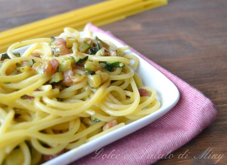 Pasta alla carbonara con zucchine e pancetta | Dolce e Salato di Miky