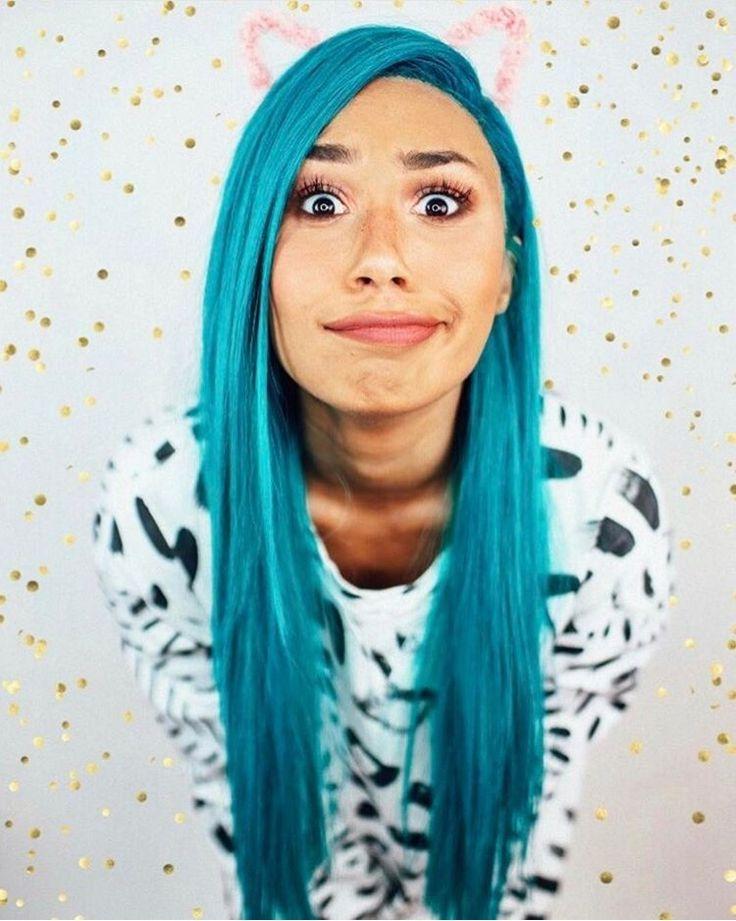Mylifeaseva - Eva Gutowski - blue hair