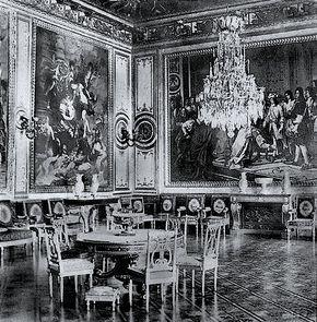 Salon de Vénus (avec parquet en marqueterie) donnant sur le Salon de la Vérité.