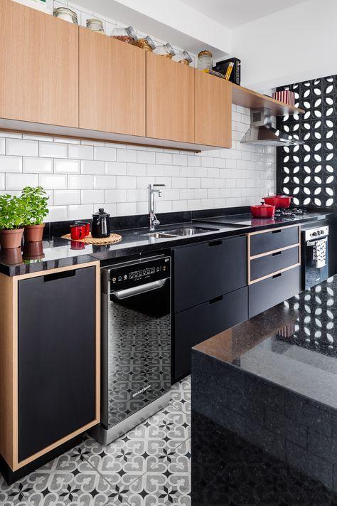 Inspiração: armários pretos e tijolinho metrô branco.