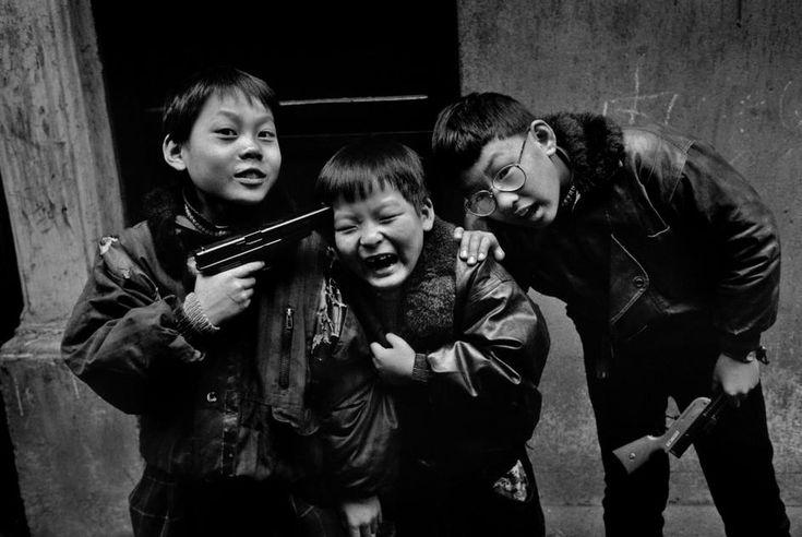 Shanghai, 1995.   [Credit : Marc Riboud]