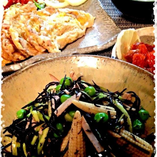 グリーンピースを貰ったので、おりぃちゃんを見習い、マメ豆デーと勝手にしました( ̄▽ ̄) マンゴージェラートが食べたいので、こちらはヘルシーにしなくては (^^;;  って鮭とば旨過ぎて欲しいー - 130件のもぐもぐ - マメ豆デーひじきサラダ・豆ごはん・梅肉ピカタ・鮭とば味噌 by sakapon777
