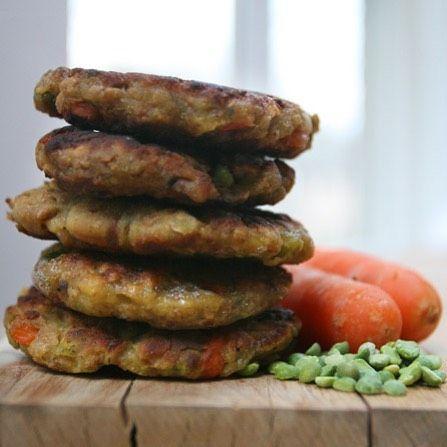 Recept voor ongeveer 10 #groenteburgers: 500 gram groente, bijv wortel, paprika, ui, broccoli,…'