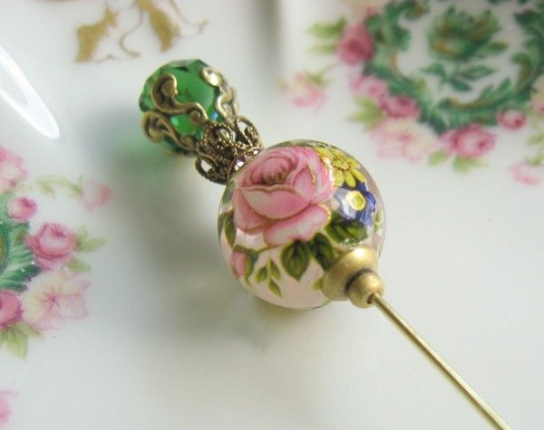Hat pins are EVERYWHERE! especially in Antique stores. These make for GREAT centerpieces. Perfect for your DIY project