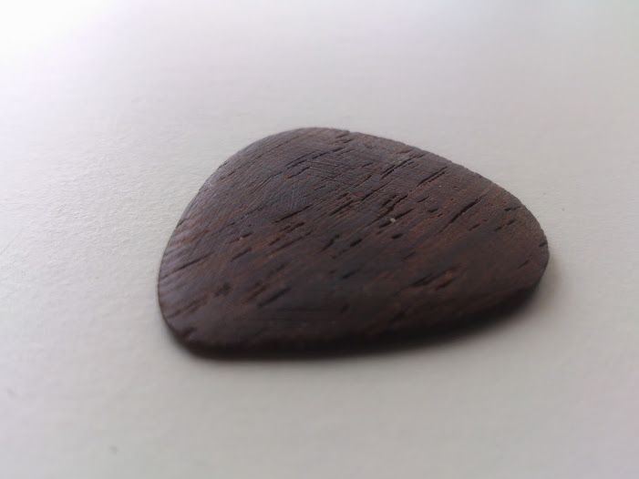 Wenge thin/light guitarpick