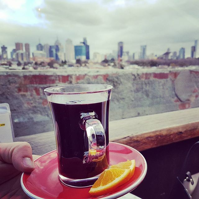 Mulled wine in the sky..how to welcome a friend from Bassano..#mulledwine#melbourne#happyhour#winter#melbournebar#lovingmelbourne#landscape#