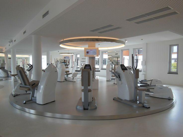 Fitness, Kraft- und Ausdauertraining liegen voll im Trend. Egal, ob Muskelaufbau oder Fettabbau erstrebt wird, junge Menschen sowie die ältere Generation zieht es ins Fitnessstudio.