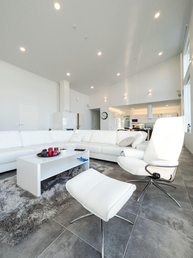 With the right living room lighting you can have a space that is perfect for doing everything! Olohuoneen oikeanlaisella valaistuksella tiloista voidaan tehdä täydellinen.
