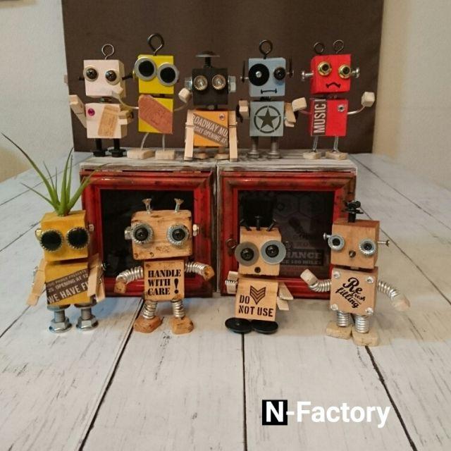 N-Factoryさんの、ロボット,サビ塗装,転写シール,ウッドクリップ,水性塗料,廃材,セリア,ダイソー,DIY,棚,のお部屋写真