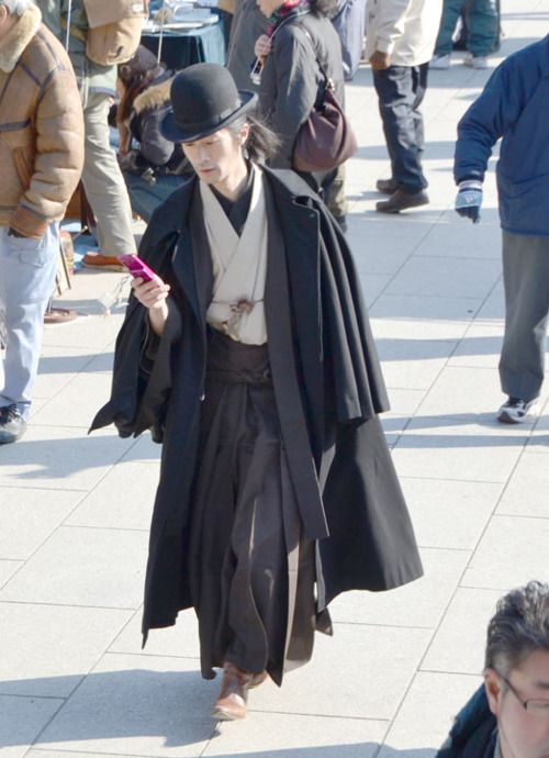 Bowler hat and kimono!! Is he cool or what...