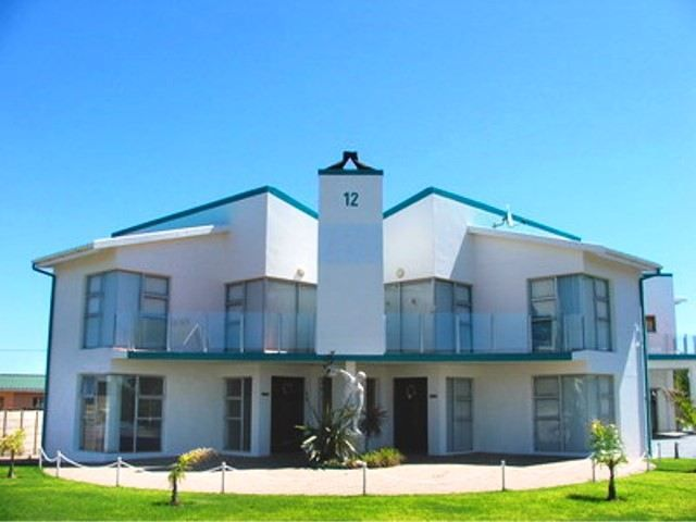 Anemoon - Anemoon is located in the coastal town of Stilbaai and consists of two modern double-storey flats. The property is just a short walk from the beach and golf course.Each flat can accommodate up to eight ... #weekendgetaways #stilbaai #southafrica