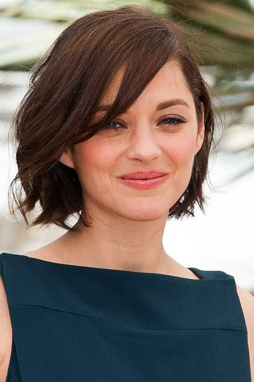 Wavy Angled Bob Round Face Short Haircuts For Round Faces What You